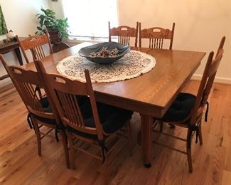 Antique Dining Table / 6 Chairs $ 316.00