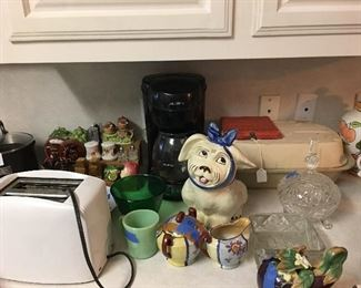Pampered chef, toaster, salt & peppers, Muggsy cookie jar