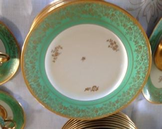 HUTSCHENREUTHER DINNER PLATE, SET YOUR TABLE IN GOLD AND CLASS FOR YOUR SPECIAL GUESTS