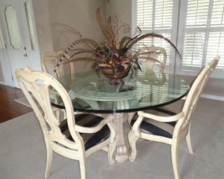 Very nice dining table w/4 chairs, love the arrangement