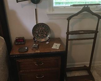 Thomasville furniture bedside table with 2 drawers