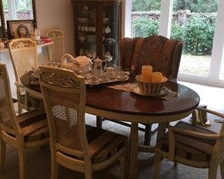 Thomasville Furniture Dining table with 6 chairs