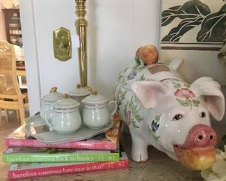 Pig soup tureen and other kitchenware