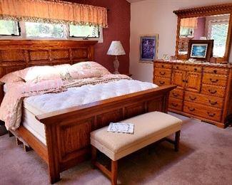 Woodleys king size bed/dresser