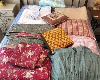 Quilts, pillows, blankets,... Nice assortment!!