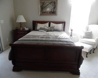 Queen size bed with headboard, footboard, side rails