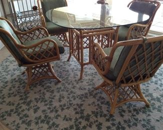 Gorgeous rattan dining table with 4 chairs & 8' round area rug