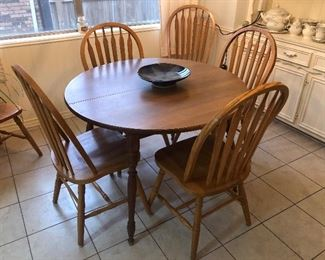 Maple table with 5 chairs and leaf