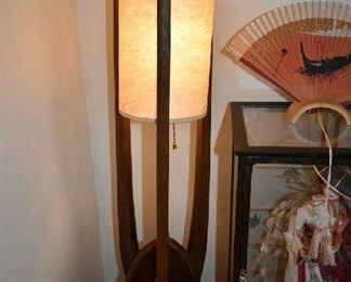 VINTAGE LAMP LIT