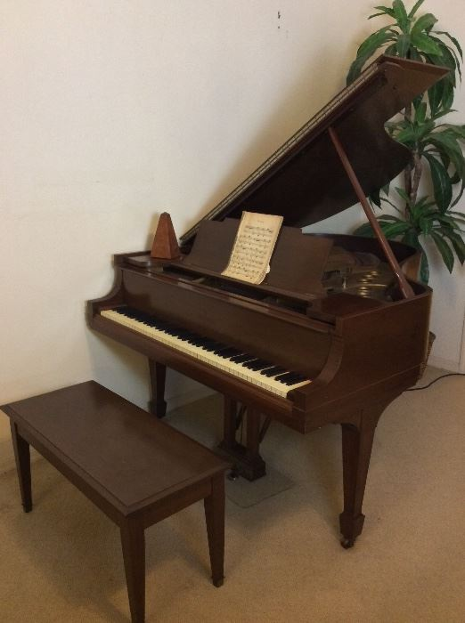 """Steinway and Sons Grand Piano, Model M Serial Number 180628 (1917), """"Patent Grand Construction Oct 3 1899"""". Recently Tuned and Cleaned with Paperwork. Walnut Finish,"""