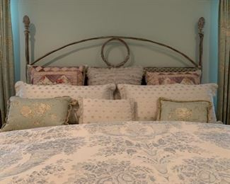 Acorn Top Wrought Iron KING Bed