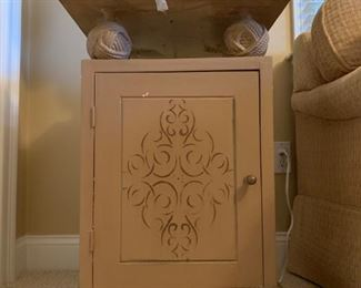 Knot Accented End Table
