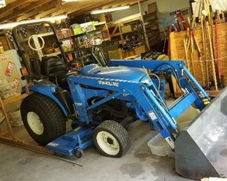 2003 New Holland TC33D Tractor w/7308 Loader with bucket & 914A mowing deck.   ONLY 500 HOURS!