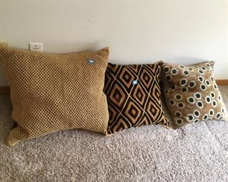 3 African style down pillows