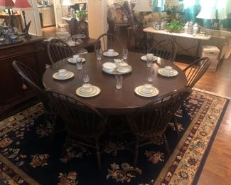 Round Pedestal Dining Table - great quality and condition