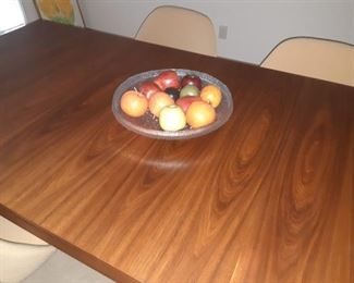 Knoll dining room table self storing leaves