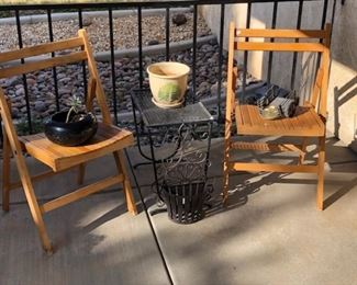 Set of wood folding chairs, vintage metal table...