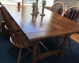 Pennsylvania House trestle table with 2 leaves and pads