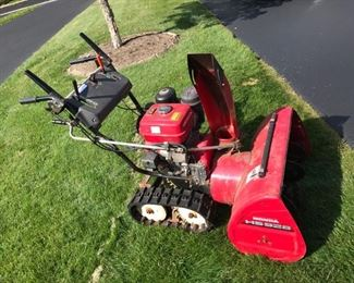 Honda HS928 Snow Blower                                                            May be sold before sale