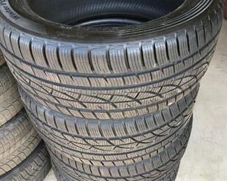 Hankook Winter icept 235/45/R17 Snow tires