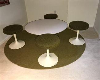 "Set of 4 Knoll  Saarinen Tulip stools and 36"" round coffee table"