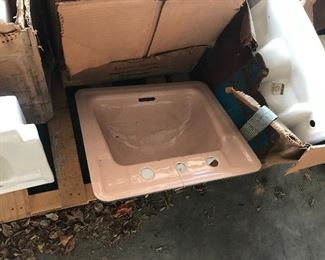 Corral(pink) cast iron sink