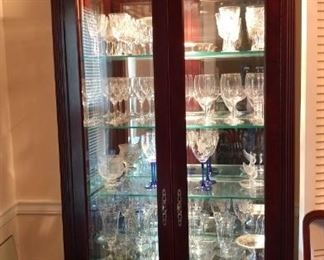 Lighted display cabinet