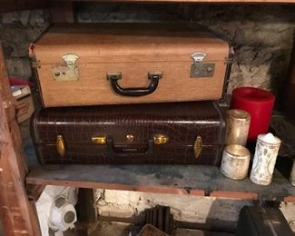 Love this vintage luggage