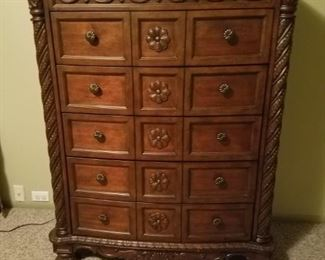 Chest that goes with king bedroom set.