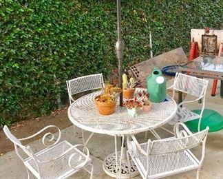 Heavy wrought iron 4 chair aqua umbrella Hollywood style dining room patio set- white
