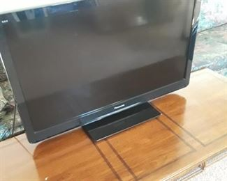 Dynex LCD flat screen TV with HDMI. 42 in.