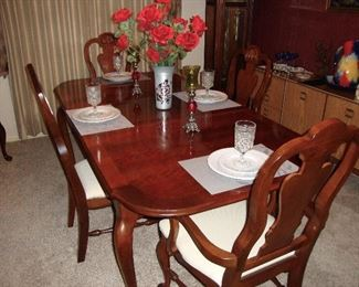 NICE BASSETT FORMAL TABLE WITH 6 CHAIRS