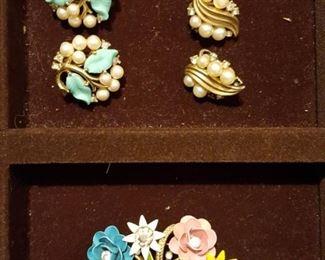 Vintage Pearl Turquoise Leaf Beaded TRIFARI Clip On Earrings AND Basket of multi-colored flowers Brooch Signed Trifari