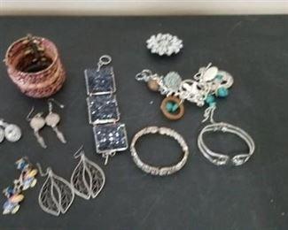 Bracelets, Earrings, Brooch's Lot