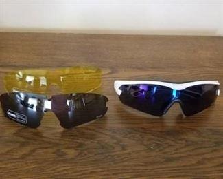 KUBE Sunglasses and Light Glare Glasses in Case