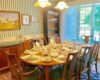 Mid century Scandinavian dining table wit 8 chairs and 2 leaves. Making the extended table