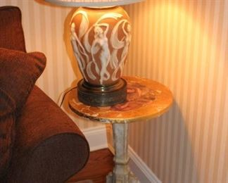 Small Round Pedestal Side Table with Quality Lamp