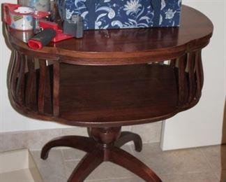 Wood, Round Pedestal Table