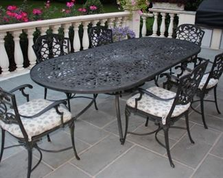Patio Furniture – Oval Table with 6 Chairs