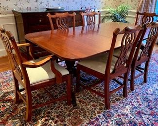 Perfect in every way! Mahogany double pedestal dining table with Chippendale style dining chairs. All atop a floral Karastan!