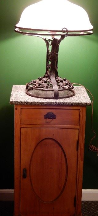 GREAT LAMP AND TABLE YOU CAN USE IN ANY ROOM