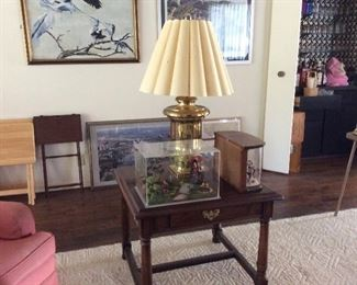 Pair of end tables, pair of brass lamps, miniatures diorama