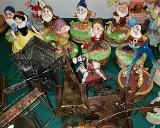 More music boxes including Snow White and the 7 Dwarfs set.