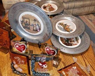 Commemorative plates, mirrored decor.