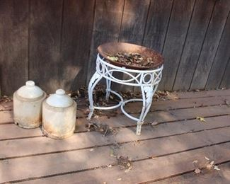 Round patio end table/plant stand