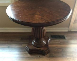 Pedestal round side table