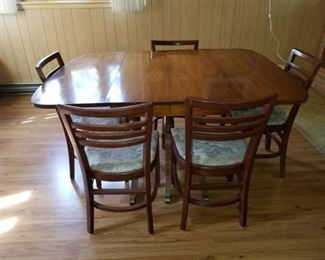 maple table chairs
