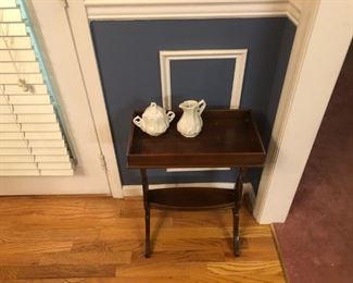 Rare Tea Cady Colonial Williamsburg Kittenger side table