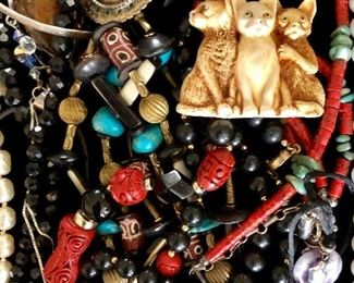 Costume jewelry - 3 cat pin