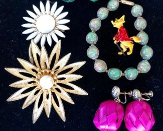 Vintage jewelry , fox and daisy pins